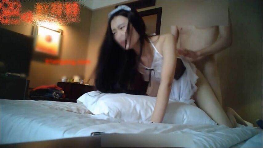 176CM女神级大长腿商务嫩模兼职外围换上性感女仆装服务土豪,白皙性感,胸大毛旺,肏的呻吟浪叫.1080P高清版!